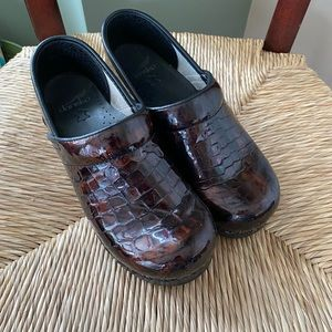 Dansko Croc Patent Leather sz 39